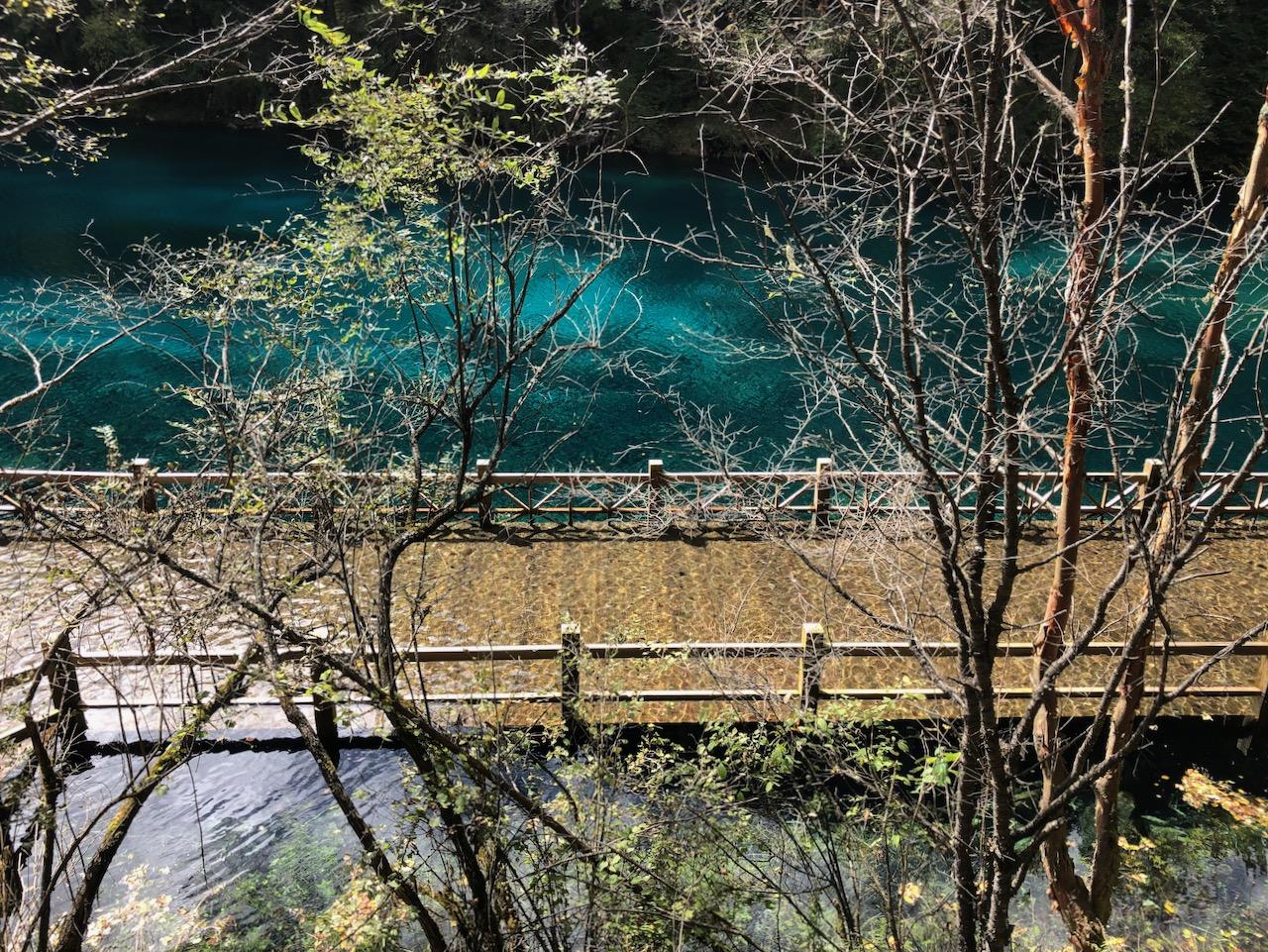 五彩池,淹在水中的桥